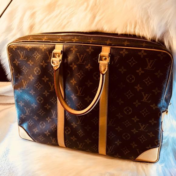 7b64fc7cbfe5 Louis Vuitton Handbags - Authentic Voyage Porte-Document Louis vuitton